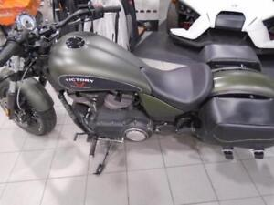 2015 VICTORY GUNNER, W/BAGS, WINDSHIELD & MORE!