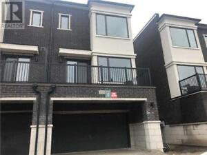 2 Rooms for rent in townhome short term in Vaughan until end sep