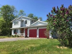 Peaceful and Quiet Countryside style detached in Beamsville