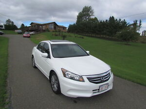2012 Honda Accord EX: MINT INSIDE & OUT! 80KMS! NO ACCIDENTS!