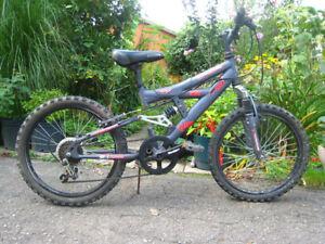 velo Mongoose dual-shock enfant  20in boy girl bike