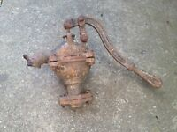 CAST IRON OLD HAND WATER PUMP