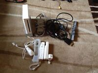 Original nintendo Wii White with all cable 2 controller + extra