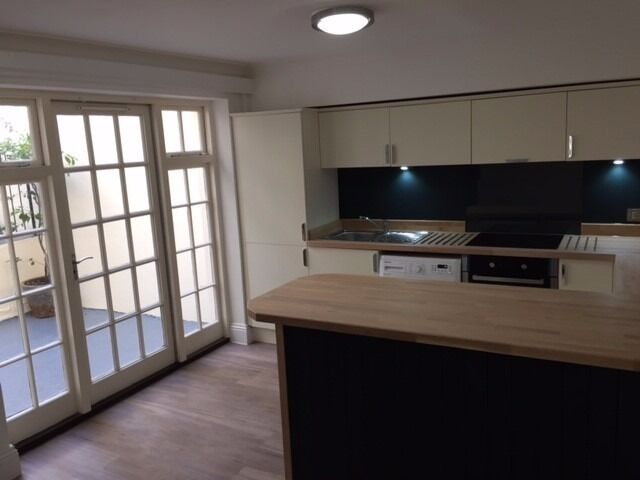 2 BEDROOM FLAT WITH OUTSIDE AREA, OFF WESTERN ROAD, Sillwood Road Our Ref 248