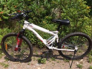 vélo ccm static 24 ,suspension ,presque pas utilisé