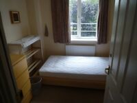 Single room with canal view in townhouse on modern estate - all bills inc