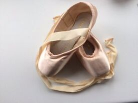 Bloch - Pointe shoes