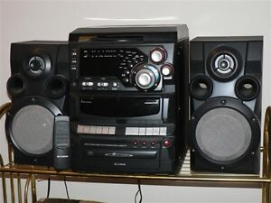 Bookshelf Stereo with Turntable - Curtis