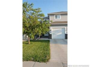 3 BEDROOM TOWNHOUSE/CONDO BACKING ONTO AN OPEN FILED!