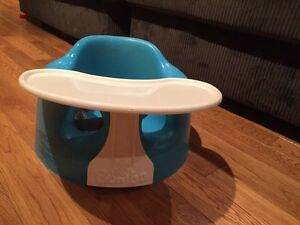 Bumbo turquoise avec tablette