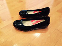 FITFLOPS Black Patent - NEW size 9