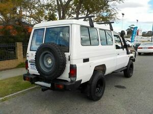 1999 Toyota Landcruiser White 5 Speed Manual TroopCarrier