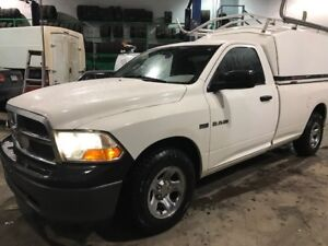 2009 Dodge Power Ram 1500 102 000 km ave boite de fibre
