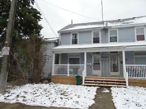 BRIGHT 2 BDRM CLOSE TO DOWNTOWN - 114-2 Charles St