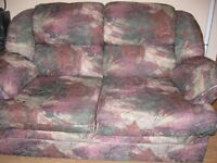 Causeuse 2 places très propre/loveseat burgundy-green and beige