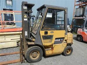 chariot élévateur Caterpillar pneumatique 5000 lbs propane lift