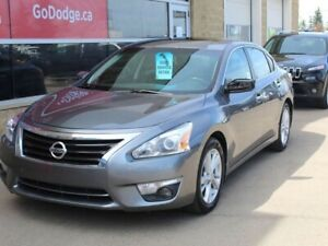 2014 Nissan Altima SV / GPS Navigation / Back Up Camera