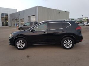 2017 Nissan Rogue SV AWD SUNROOF Accident Free,  Heated Seats,
