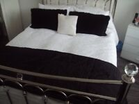 LOVELY DEBENHAMS LARGE BLACK MODERN THROW & 2 FEATHER CUSHIONS