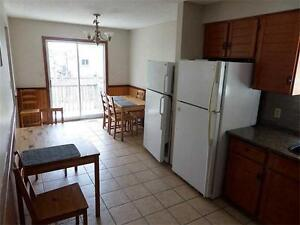 LARGE 6 BEDROOM, 3 BATHROOM STUDENT RENTAL AVAILABLE