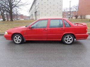 Volvo 1999 turbo Véhicule tres puissante en parfaite condition m