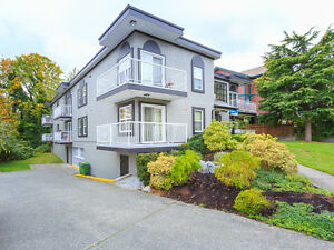 Well Laid-Out Corner Unit in a Great Central Location