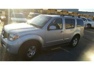 2005 Nissan Pathfinder SE-4 WHEEL DRIVE-WINTER READY!