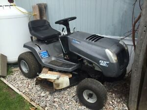 13 1/2hp, Murry riding lawnmower, 25hrs Use