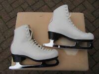 ICE SKATES (girls):