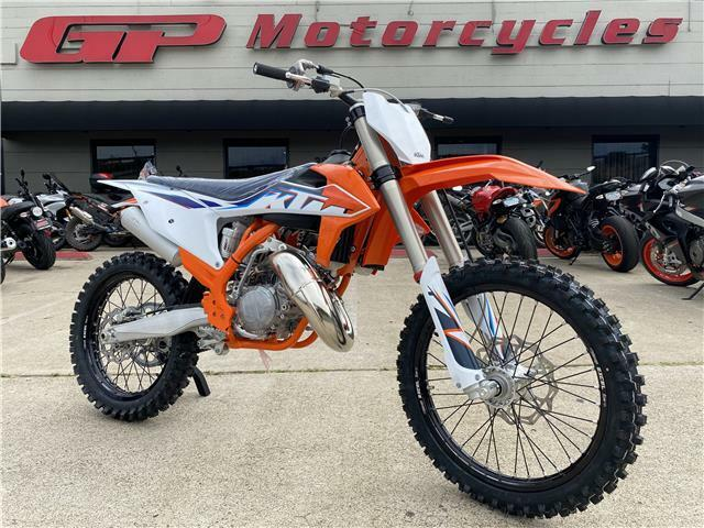 Picture of A 2022 KTM 125 SX