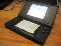 DS LITE COMES WITH CHARGER AND 1 GAME