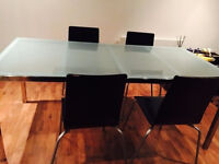 *BARGAIN* Dining table and 5 chairs. Perfect Condition - £89 only