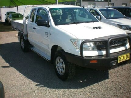 2009 Toyota Hilux KUN26R 08 Upgrade SR (4x4) White 5 Speed Manual X Cab Cab Chassis Heatherbrae Port Stephens Area Preview