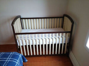 Crib solid wood and Mattress like new