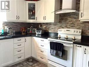Upgraded Executive Townhouse, 2+2Br, 4B, 5658 GLEN ERIN DR N