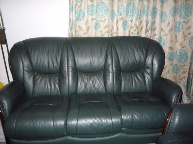 Italian 3 pieces leather suite top of the range was £2489 now for £285