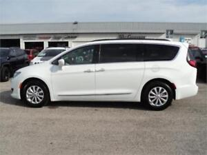 2017 Chrysler Pacifica Touring L (BRAND NEW)