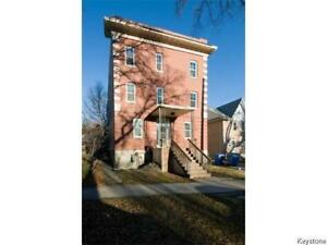 MOVE IN READY, UPDATED 2 BEDROOM CONDO JUST OFF CORYDON