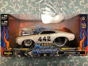 Muscle Machines 1970 Oldsmobile 442 1:24 Scale