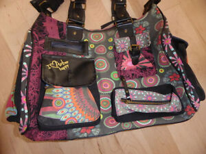 Large DESIGUAL (from Europe) handbag in like NEW condition Kitchener / Waterloo Kitchener Area image 2