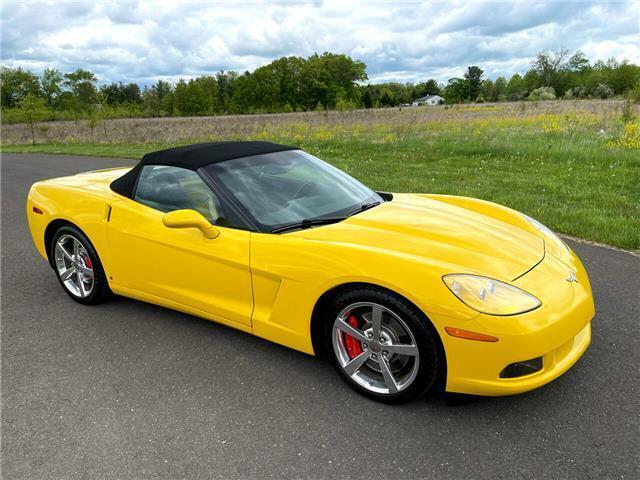 2008 Yellow Chevrolet Corvette  3LT | C6 Corvette Photo 3