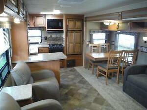 2016 Puma 30RKSS Rear Kitchen Travel Trailer with Slide Stratford Kitchener Area image 4