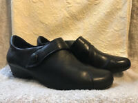Very Comfortable black shoes, size 5-6