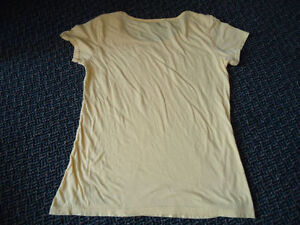 Ladies size Large ***LEVI'S*** Pale Yellow Short Sleeve T-Shirt Kingston Kingston Area image 3