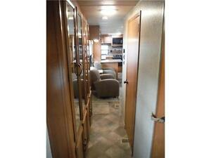2016 Puma 30RKSS Rear Kitchen Travel Trailer with Slide Stratford Kitchener Area image 18