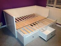 WHITE DAYBED WITH DRAWERS AND PULL-OUT BED