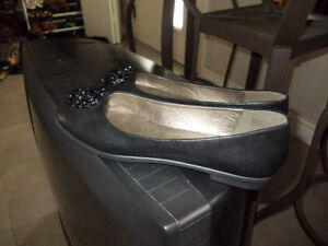 black shoes Tender Tootsies size 11