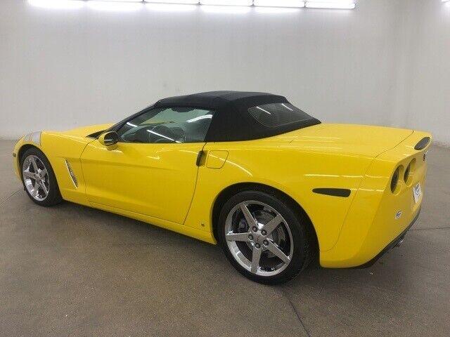 2008 Yellow Chevrolet Corvette     C6 Corvette Photo 6