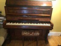 Haake piano. Beautiful walnut wood. Nice tone. 1900