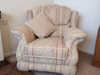 2+1+1 High Quality Suite in Fabulous Condition. Two Seater Sofa and 2 Armchairs. Delivery Possible
